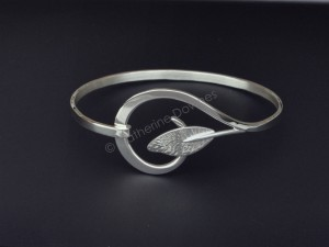 Allure Bangle inSterling silver. © Catherine Downes